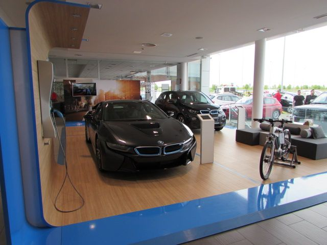 MOMENTUM - BMW 8