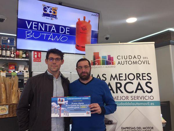 Entrega del cheque de 1.000€ al ganador de la promoción de Enero
