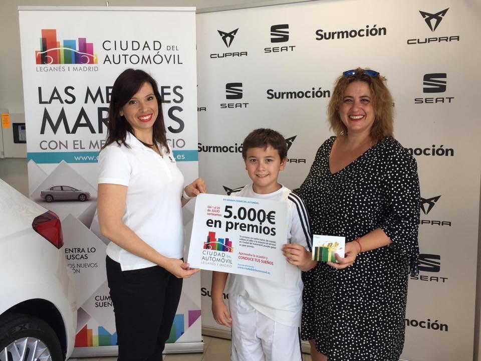 Entrega de 5 cheques de 1.000€ a los ganadores de la promoción de Julio